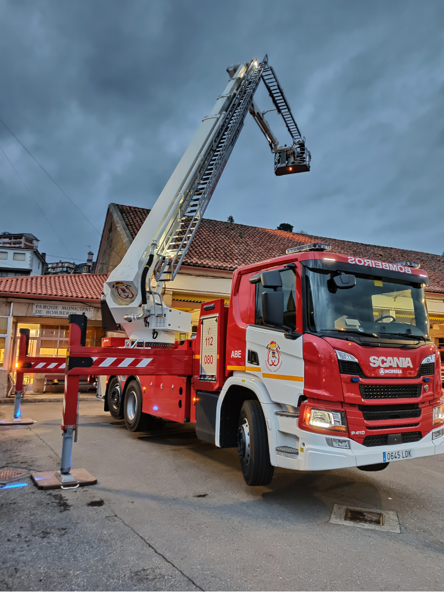 RESCUE PLATFORM F45XR, ON SCANIA P410 6x2 CHASSIS
