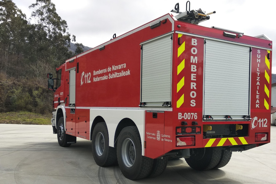 VTTF CABINE SIMPLES 10300 LTS, SOBRE CHASSIS SCANIA P410