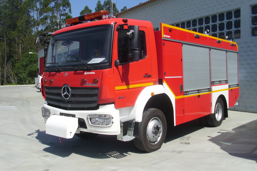 VFCI CABINE SIMPLES 3000 LTS, SOBRE CHASSIS MERCEDES ATEGO