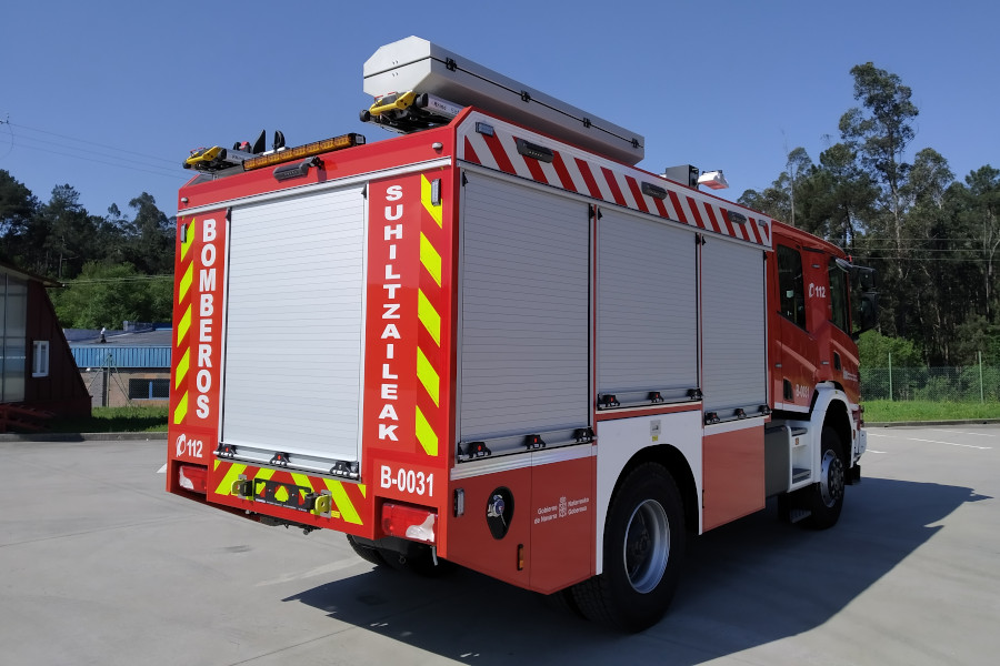 VFCI CABINE DUPLA 3500 LTS, SOBRE CHASSIS SCANIA P370
